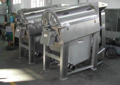Mango depulping-destoning machine
